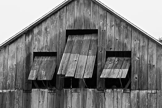 Tobacco Barn by Jim Gillen