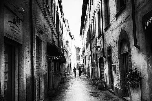 Together Pisa - impressionist street photography by Frank Andree