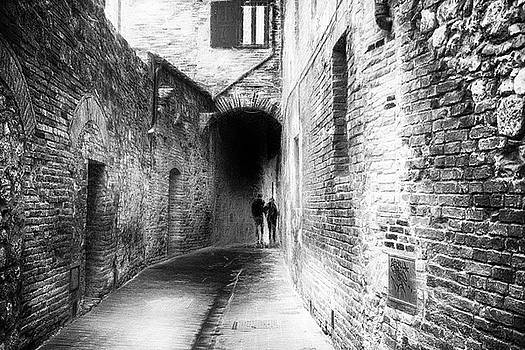 Together San Gimignano - impressionist street photography by Frank Andree