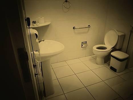 Toilet by Beto Machado