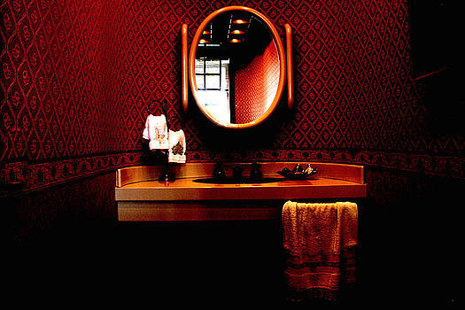 Toilet by Humberto Furtado