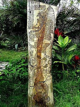 Totem Serpiente Emplumada by Calixto Gonzalez