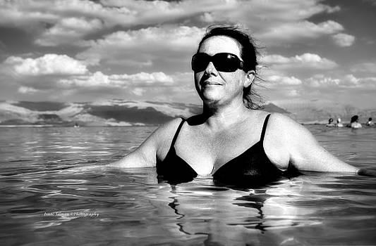 Isaac Silman - Tourist in the Dead Sea