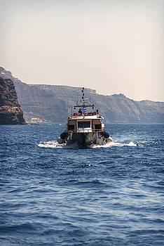 Eduardo Huelin - Touristic ships in the harbor in Santorini Greece