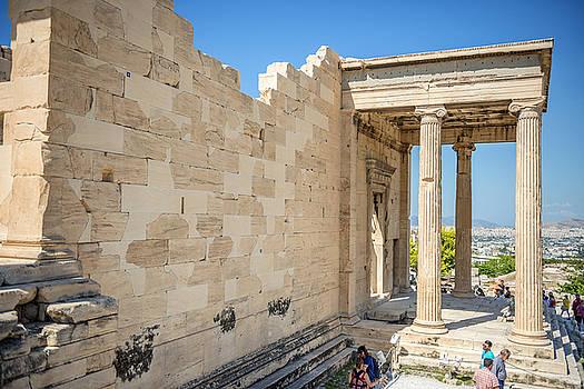 Eduardo Huelin - Tourists sightseeing the ruins in Athens Greece