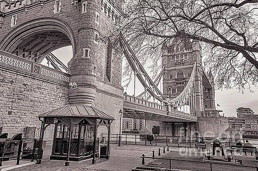 Mariusz Talarek - Tower Bridge BW