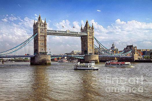 Teresa Zieba - Tower Bridge