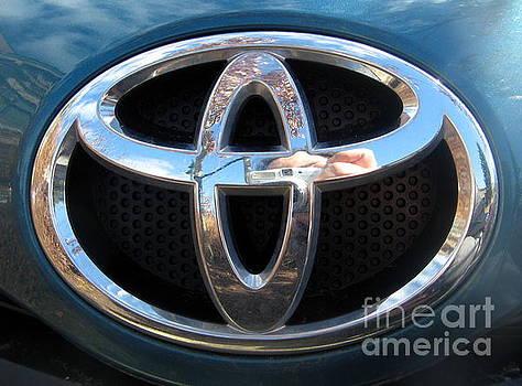 Toyota Car Logo by Tin Tran