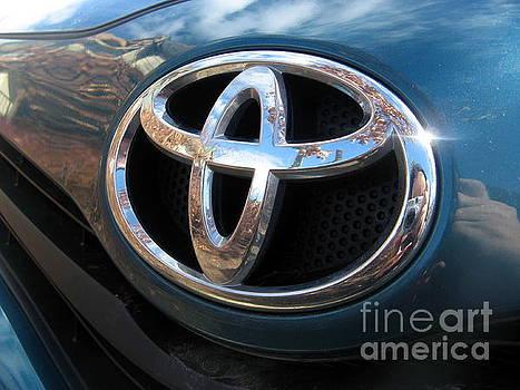 Toyota Logo by Tin Tran