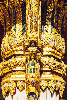 Eduardo Huelin - Traditional Thai style decoration of mosaic stucco on a pagoda