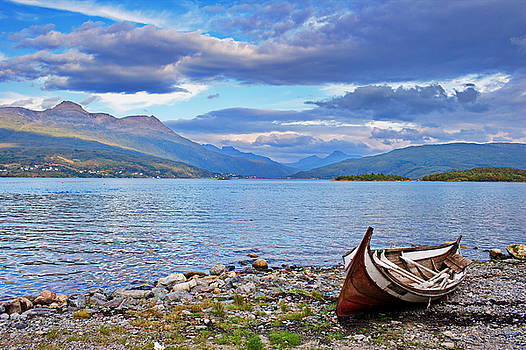 Traditional wooding rowboat at Gratangen fjord by Intensivelight