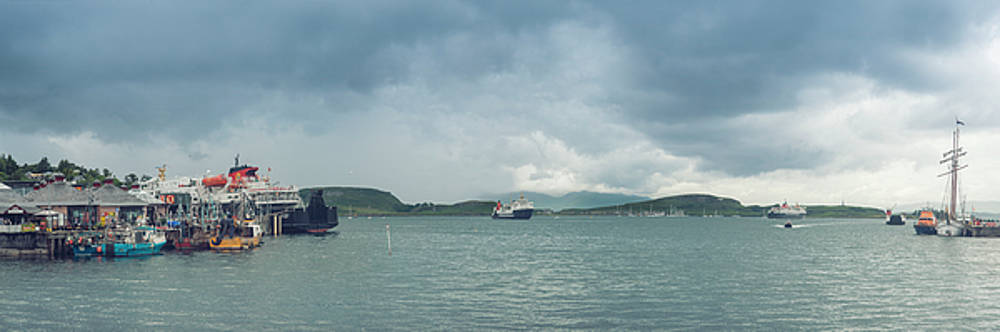 Traffic in Oban Harbour  by Ray Devlin