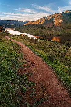 Trail above Lake Hodges by Alexander Kunz