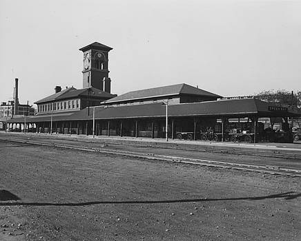 Chicago and North Western Historical Society - Train Depot in Green Bay - 1947