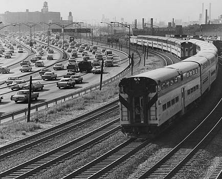 Chicago and North Western Historical Society - Train Rounds Curve Near North Avenue