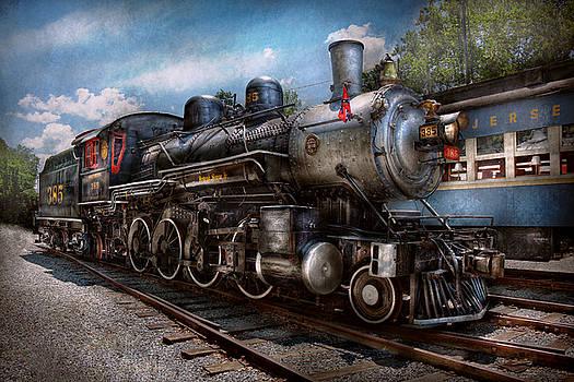 Mike Savad - Train - Steam - 385 Fully restored