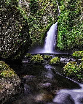 Tranquil Wahclella Vertical by Justin Lowery