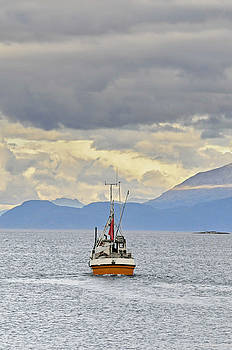 Trawler crossing a fjord in norhern Norway by Intensivelight