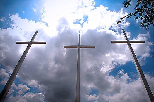 Tres Cruces by Miguel Pardo