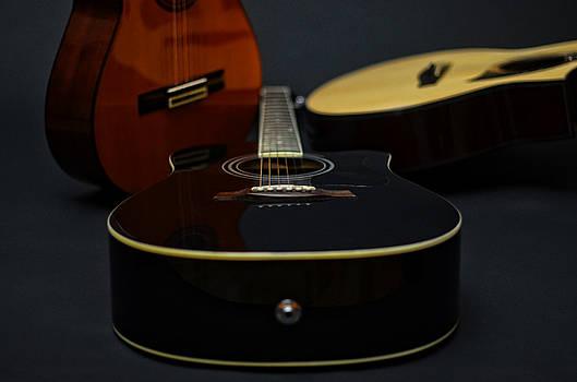 Tres guitarras by Ricardo Dominguez