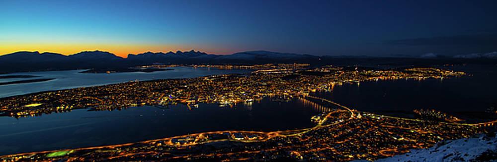 Tromso at night  by Mariusz Czajkowski