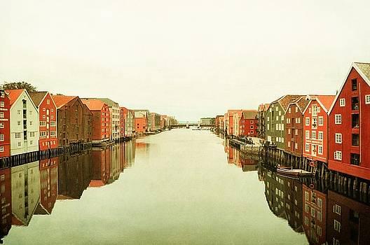 Trondheim on a rainy day by Sonya Kanelstrand