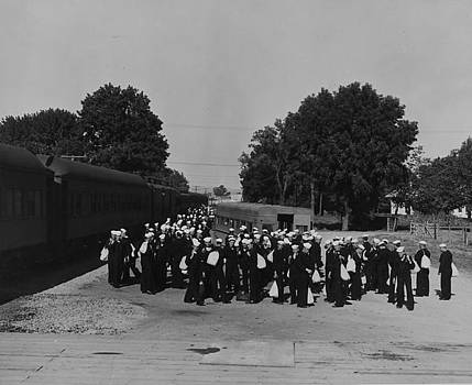 Chicago and North Western Historical Society - Troops Disembark Train