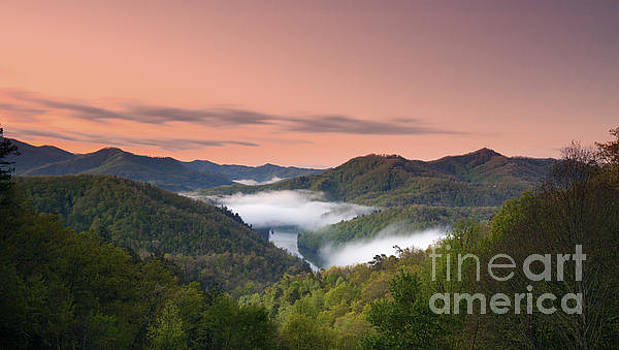 Tuckasegee River. by Itai Minovitz