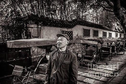 Tuk Tuk parking by Adrian Baljeu
