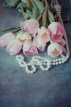 Tulips and pearls by Maria Heyens