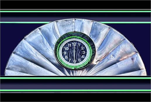 Nikolyn McDonald - Twelve Thirty - Clock