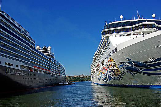 Two cruise ships by Zalman Latzkovich