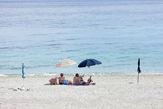 Two generation couples under the umbrellas to hide from the sun, by Alfio Finocchiaro