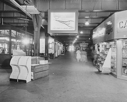 Chicago and North Western Historical Society -  Chicago Passenger Terminal Commuter Concourse - 1961