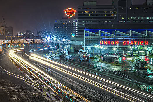 Union Station main line trains by Roy Inman