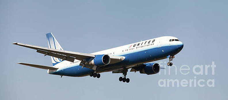 United Airlines Boeing 767-300 Landing at London, UK by Colin Cuthbert