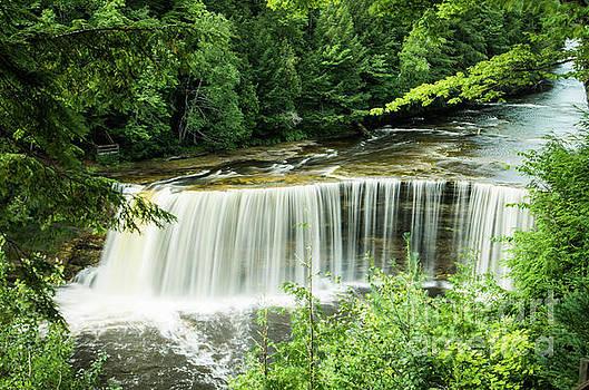 Upper Tahquamenon Falls by OiLin Jaeger