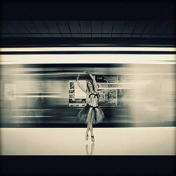 Urban Dance by Joao Fe