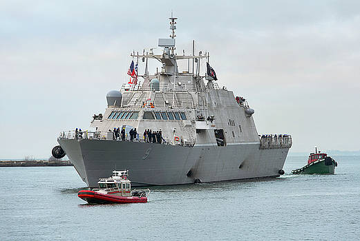 USS Little Rock Arrives by Peter Chilelli
