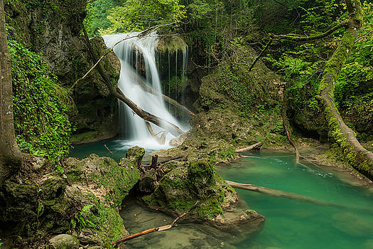Vaioaga waterfall by Florentina De Carvalho
