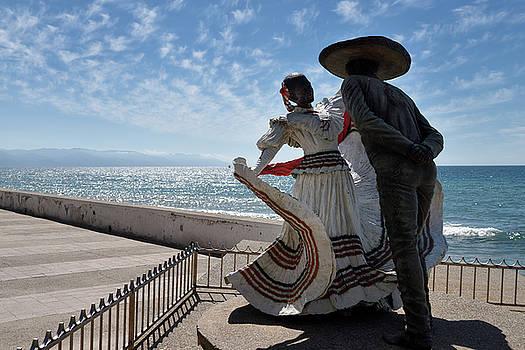 Reimar Gaertner - Vallarta Spanish Dancers sculpture of the Mexican Hat Dance in P