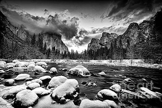 Valley View - Yosemite Valley by Peter Dang