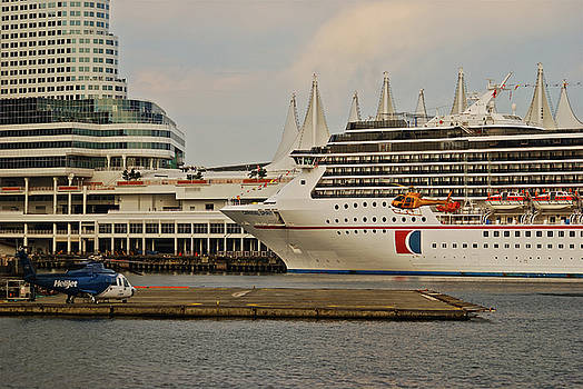 Michael Peychich - Vancouver w Carnival Spirit and helio port