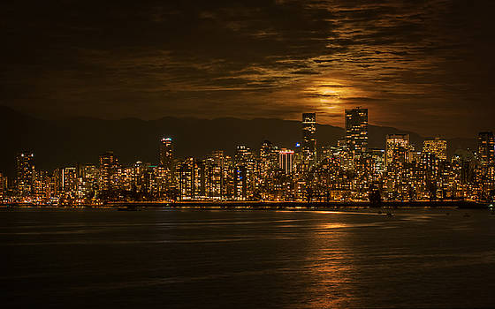 Vancouver's Supermoon by Mohsen Kamalzadeh