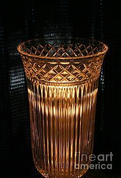 Marie Neder - Vase in amber light