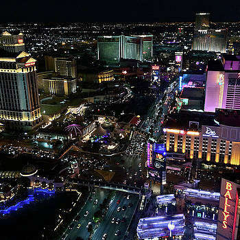 Vegas Above the Strip by Richard Hinds