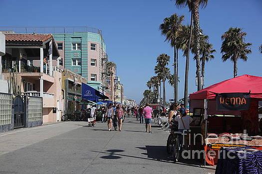 Chuck Kuhn - Venice sidewalk