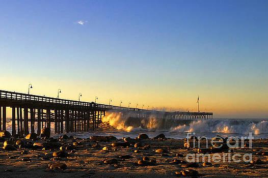 Ventura Pier Sturm Sunset by Henrik Lehnerer