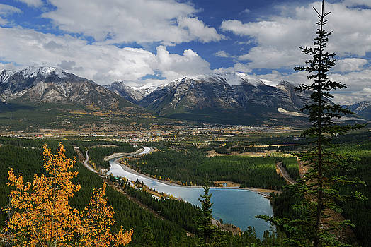 Reimar Gaertner - View of Goat Pond reservoir Canmore and Fairholme Range mountain