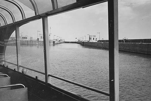 Chicago and North Western Historical Society - View From Wendella Boat - 1962